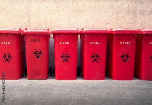 Papiers peints Retro Recycle garbage bins,