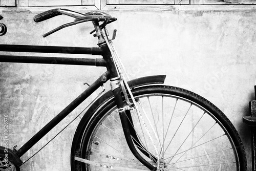 Deurstickers Fiets Black and white photo of vintage bicycle - film grain filter effect styles
