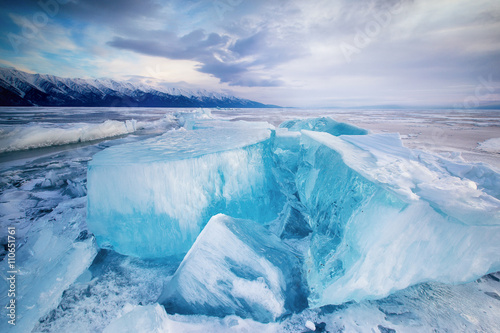 Cadres-photo bureau Glaciers huge cubes of ice on the frozen Lake Baikal