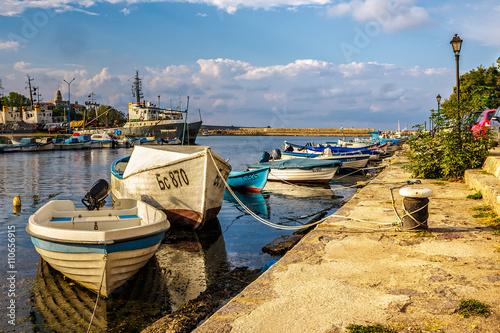 Foto auf AluDibond Stadt am Wasser fishing boats in port of Sozopol at sunset