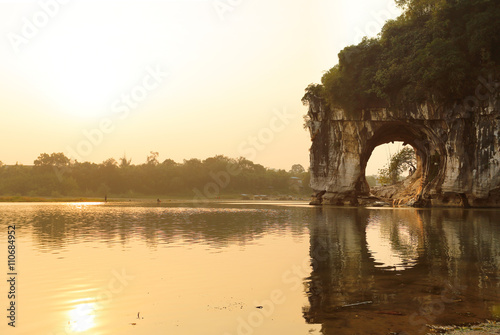 Foto op Plexiglas Guilin Stone Elephant Trunk at Elephant Trunk Hill Park at Sunrise, Guilin, China. The Elephant Trunk Hill is a hill, landmark and tourist attraction in Guilin, Guangxi, China.
