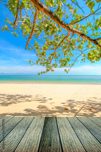 Foto op Plexiglas Caraïben Beautiful beach of south of Thailand with wooden under for put your products.