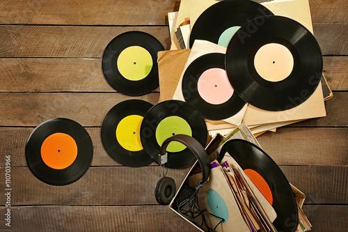 Spoed Foto op Canvas Muziekwinkel Vinyl records and headphones on table