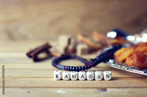 Fotografia  dried fruit beads silver