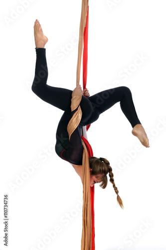 Tuinposter Gymnastiek Gymnastics on aerial silk