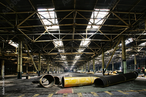 La pose en embrasure Les vieux bâtiments abandonnés repair of an abandoned factory