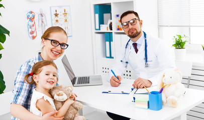 Fototapetamother and child on reception at doctor