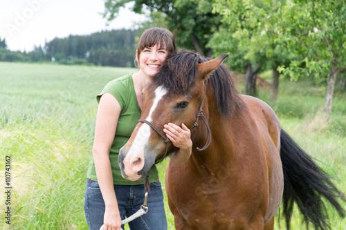 Fotografie, Obraz  Frau mit Pferd
