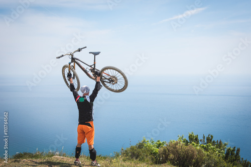 obraz PCV Vetta raggiunta in mountain bike
