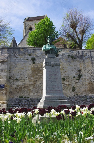 Photo Statue of Daubigny in Auvers Sur Oise, France