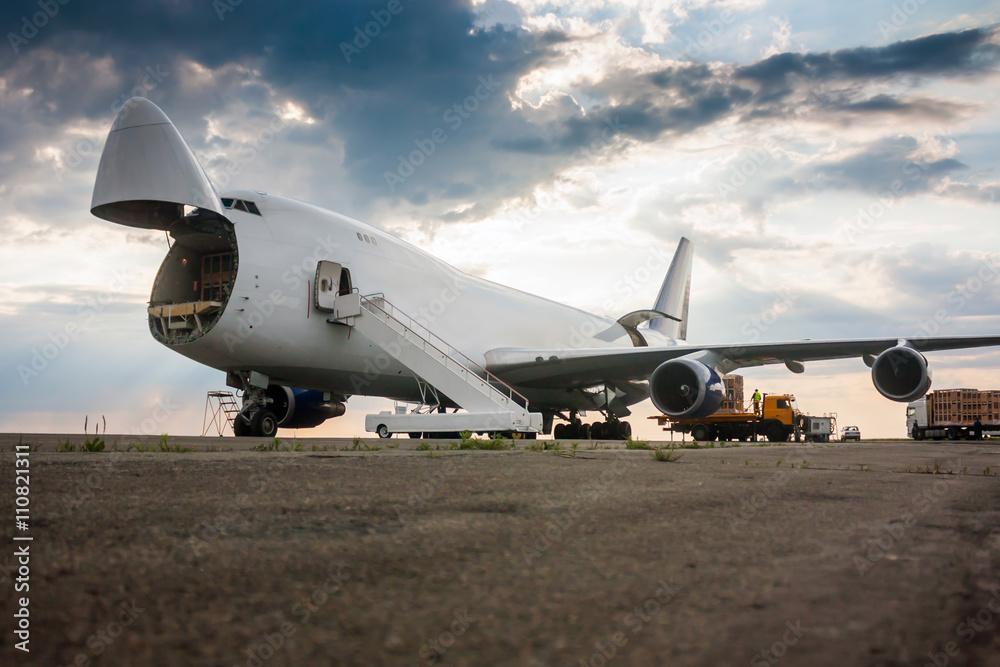 Fototapety, obrazy: Unloading wide body cargo airplane
