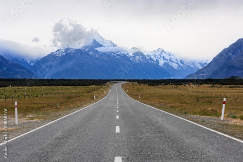 Fotobehang Natuur Park Road to mount Cook, Southern Alps, New Zealand