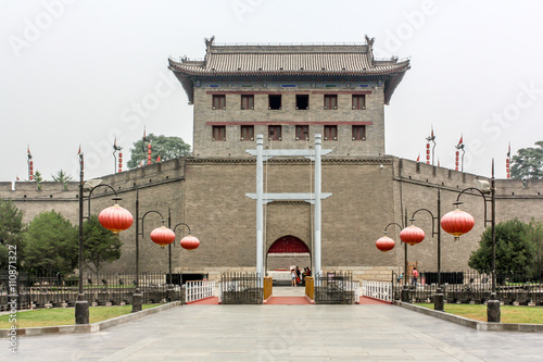 Foto op Plexiglas Xian Anciet chinese tower Pagoda and the famous Xian city wall fortifications, UNESCO World Heritage, Xian, Shanxi Province, China