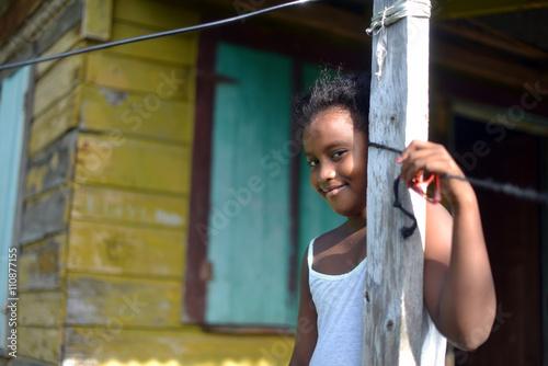 Fotografía native Nicaraguan girl smiling  clapboard house Big Corn Island