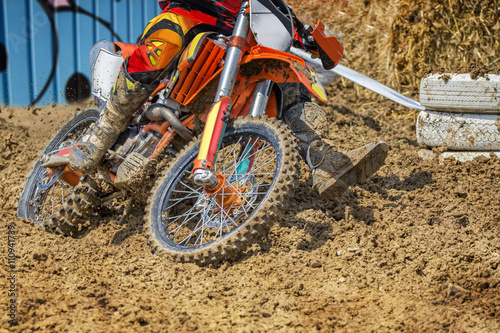 Leinwand Poster  Motocross rider plowing through mud