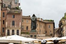 Giordano Brvno Statue In Campo De' Fiori, Rome