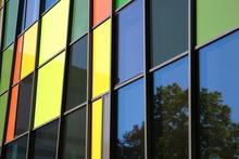 Bunte Glasfassade