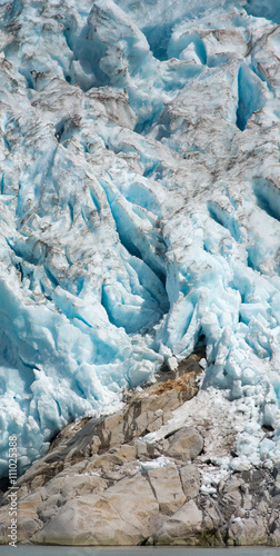 Fotobehang Gletsjers Glacier Engulfing rocky outcropping