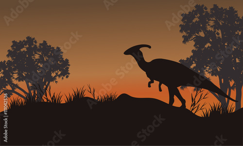 Photo Silhouette of one parasaurolophus in hills