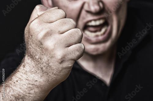 Fototapeta aggressives Drohen Kopf seitlich