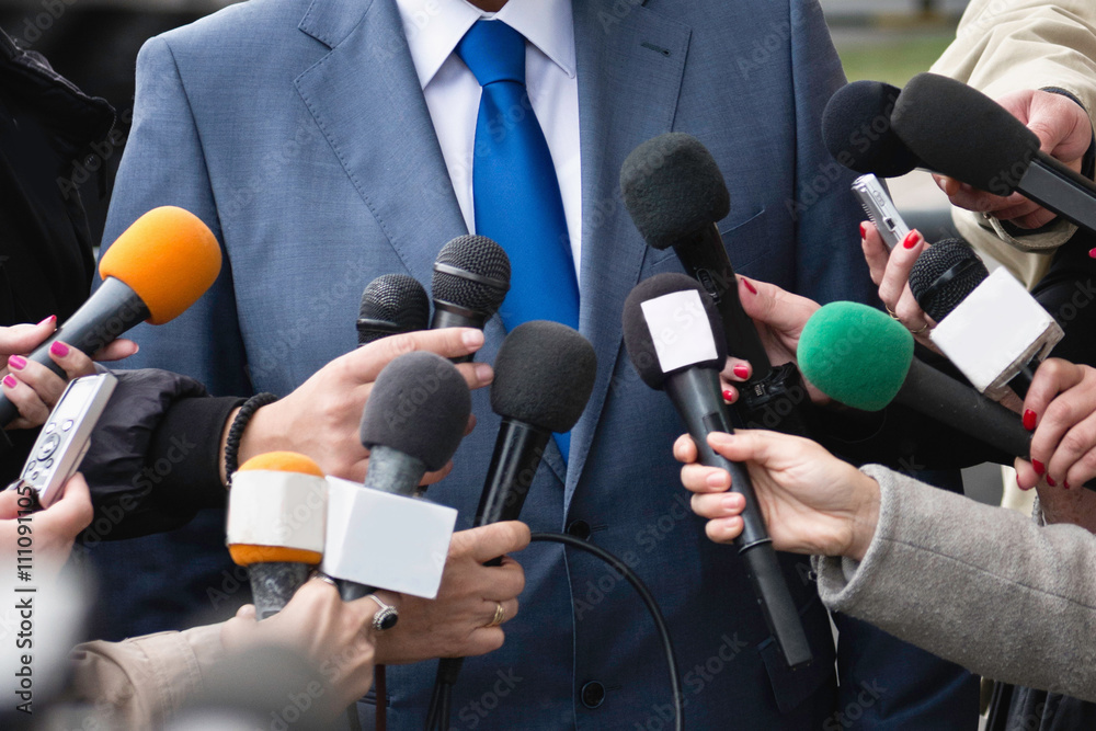 Fototapety, obrazy: Politician answering media questions