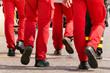 Eine Team von Arbeitern auf dem Weg zur Arbeit