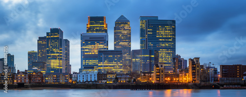 London, England - Canary Wharf, the famous business district and skyscrapers of Obraz na płótnie
