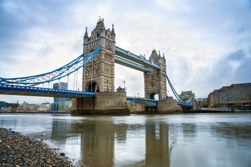 Fototapeta Londyn London, UK - The world famous Tower Bridge in the morning