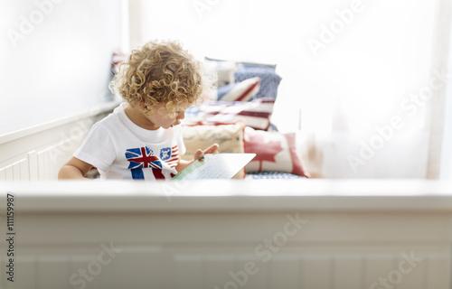Junge,Zuhause,niedlich,Aufmerksamkeit,Kinderzimmer,Konzentration,vertieft