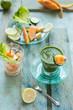 succo verde detox con lattuga, cetriolo e limone