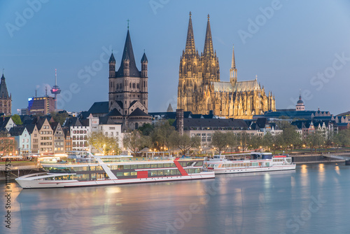 Fotografía  Aerial view over the Rhine River with cruise ship in Cologne, Ge