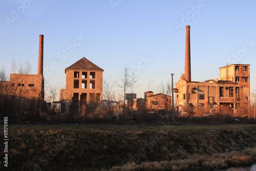 Papiers peints Les vieux bâtiments abandonnés ruins of old factory