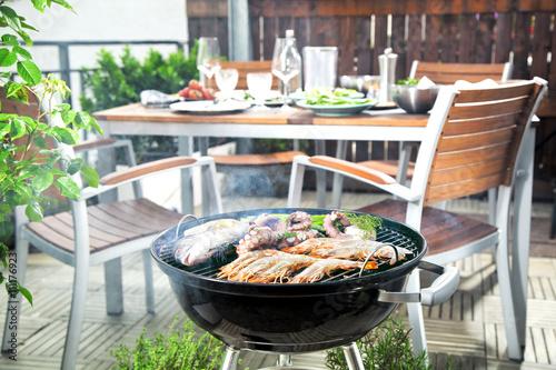Aluminium Prints Grill / Barbecue Grillen auf der Dachterasse