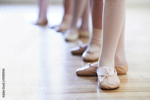 Valokuvatapetti Close Up Of Feet In Children's Ballet Dancing Class