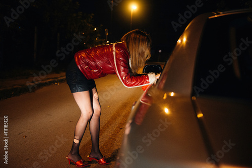 Fotografía Street prostitute talking to potential customer in the car