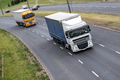 Fototapeta Dwa lorry na autostradzie