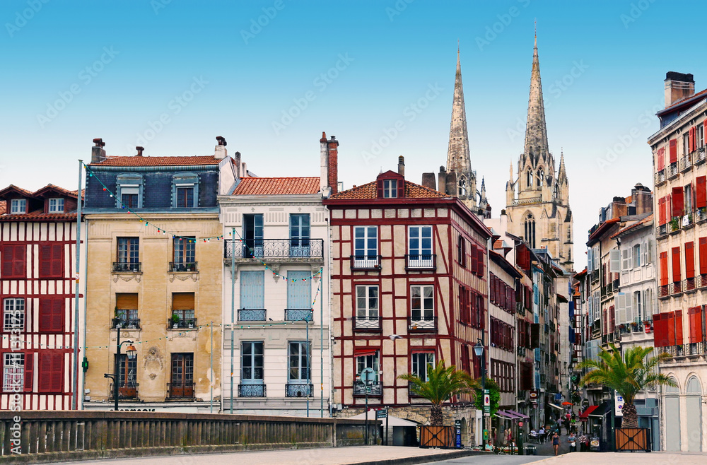Fotografie, Obraz  Maisons anciennes de Bayonne