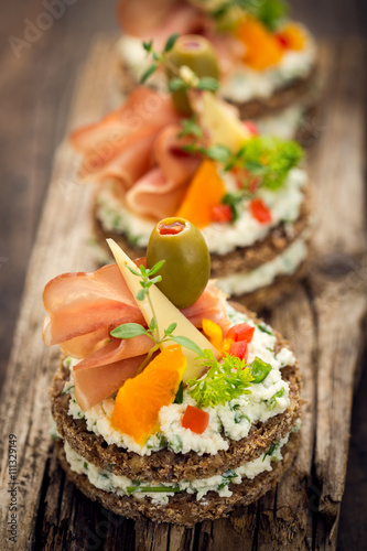 Fotomural Canapes with prosciutto and cheese