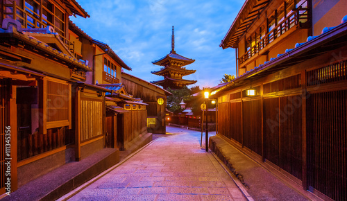 Poster Kyoto Japanese pagoda and old house in Kyoto at twilight