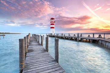 Panel Szklany Podświetlane Latarnie Steg mit Leuchtturm am Seeufer, Sonnenuntergang
