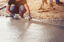 Plasterer Screed Concrete For Floor In Building