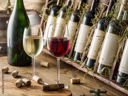 Papiers peints Vin Wine bottles on the wooden shelf.