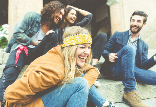 Fotografia  Group of four friends laughing out loud outdoor, sharing good an