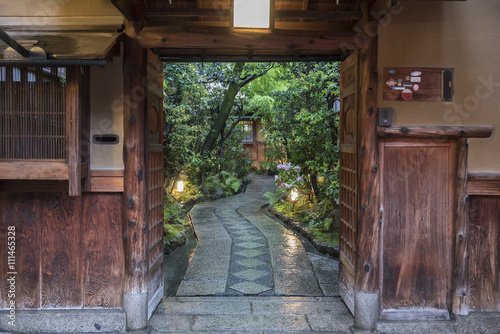 Fotobehang Tuin traditional house and garden in Kyoto, Japan