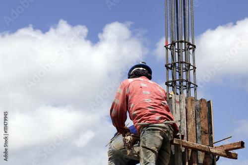 Fotografie, Obraz  worker mounter assembling concrete formwork at construction site