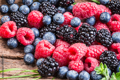 Fotografía  Fresh berries, blueberry, raspberry, blackberry closeup background