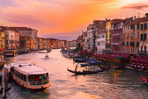 Keuken foto achterwand San Francisco Sunset view of Grand Canal with gondolas in Venice. Italy