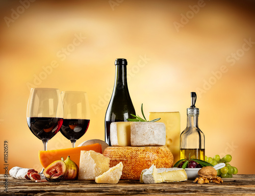 Fotografie, Obraz Various types of cheese with red wine