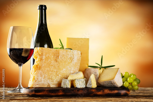Fototapeta Various types of cheese with red wine