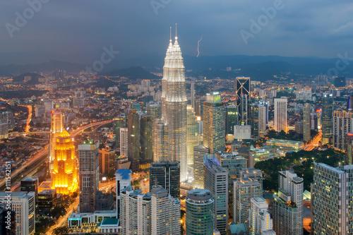 Poster Kuala Lumpur Kuala Lumpur city skyline at dusk in Malaysia